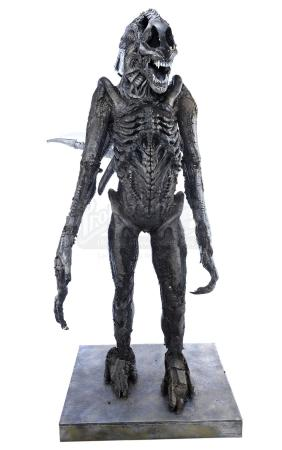 Lot #42 - AVP: ALIEN VS. PREDATOR (2004) / AVPR: ALIENS VS. PREDATOR: REQUIEM (2007) - Xenomorph Creature Costume Display