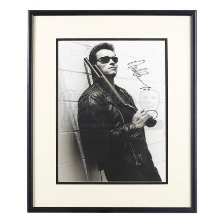 Lot #833 - TERMINATOR 2: JUDGMENT DAY (1991) - Arnold Schwarzenegger Autographed Photograph