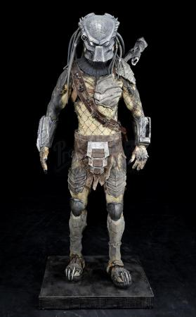 Lot #41 - AVPR: ALIENS VS. PREDATOR: REQUIEM (2007) - Wolf (Ian Whyte) Predator Costume Display